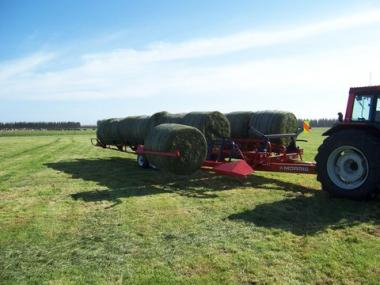 Round bale trailer